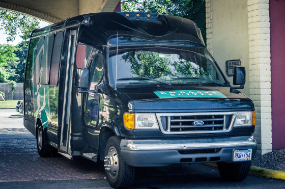 hotels with free shuttle service to dca
